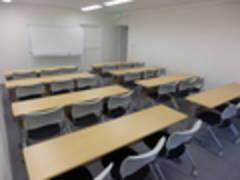 (D)無線LAN完備!プロジェクターセット無料!新宿三丁目徒歩1分(24名収容)D会議室(エスオ―ビズゲイツ)