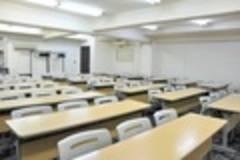 【神田駅3分】24H年中無休!重厚感あるリーズナブル会議室(63名)