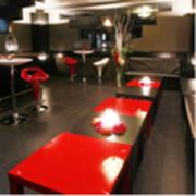 新宿 黒で統一されたオシャレなバーのレンタルスペース カラオケ・ダーツも楽しめます 新宿G-style Black