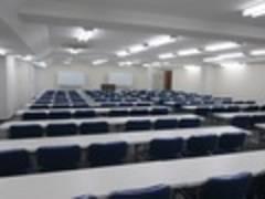 コンシェルジュ常駐 飯田橋 会議室A【スクール形式 138名様】