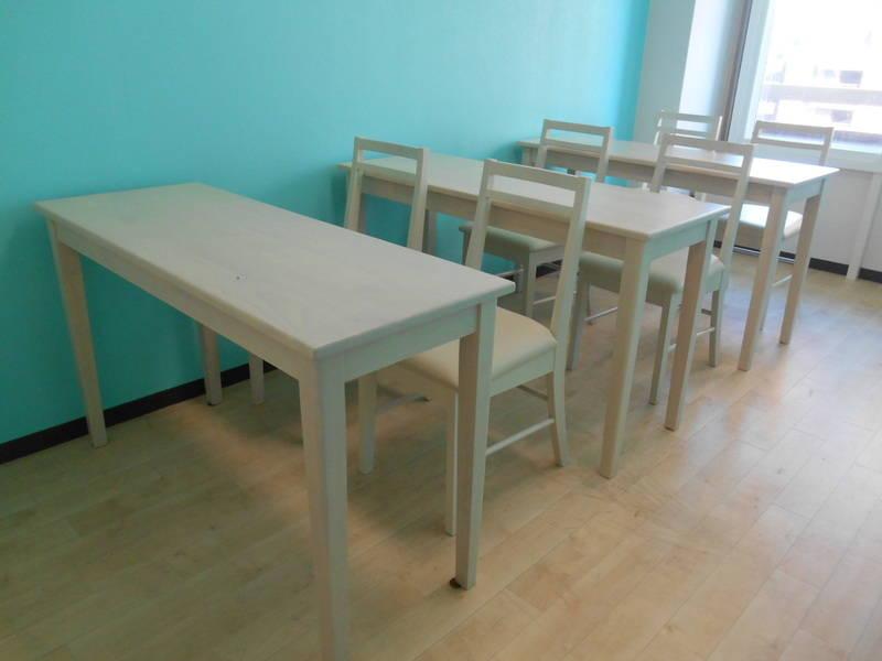 [新宿西口1分] [ティアラカフェ☕] ティファニーブルーの壁紙が上品な雰囲気のデザインスペース